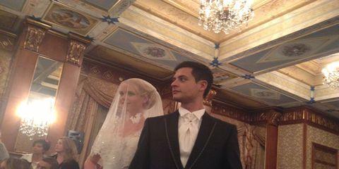 Hair, Face, Head, Lighting, Bridal veil, Event, Human body, Veil, Bridal clothing, Photograph,