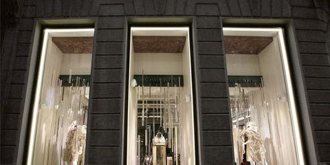 c902440b74 Burberry apre a Milano in via Montenapoleone un nuovo negozio ...