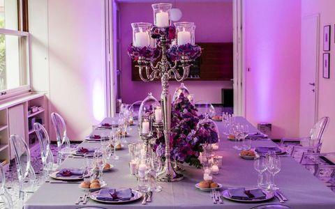 Serveware, Room, Dishware, Tablecloth, Purple, Interior design, Stemware, Glass, Furniture, Decoration,