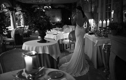Tablecloth, Lighting, Furniture, Textile, Table, Linens, Interior design, Function hall, Restaurant, Tableware,