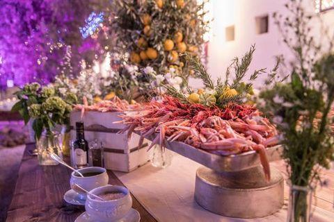 Ingredient, Serveware, Purple, Dishware, Lavender, Whole food, Vegetable, Produce, Drinkware, Local food,