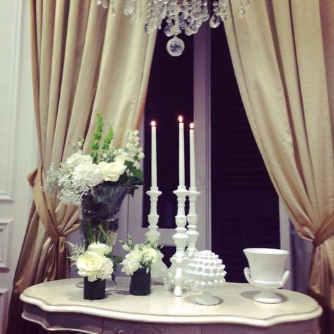 Interior design, Serveware, Dishware, Table, Room, Interior design, Bouquet, Candle, Window treatment, Centrepiece,