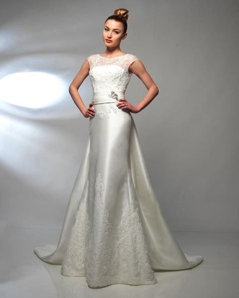 Clothing, Hairstyle, Sleeve, Human body, Dress, Shoulder, Bridal clothing, Textile, Joint, Standing,