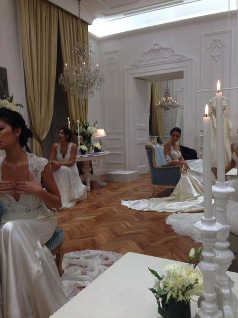 Lighting, Tablecloth, Textile, Petal, Interior design, Dress, Bouquet, Interior design, Table, Linens,