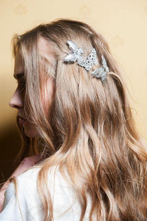 Hairstyle, Hair accessory, Style, Headpiece, Beauty, Headgear, Long hair, Brown hair, Blond, Liver,