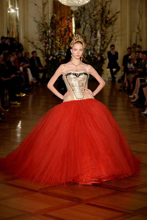 Hairstyle, Event, Shoulder, Fashion show, Flooring, Style, Floor, Dress, Gown, Fashion model,