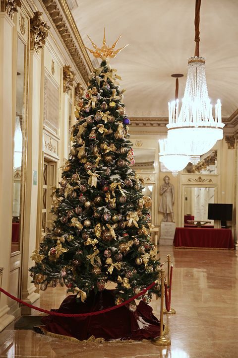 Lighting, Interior design, Christmas decoration, Room, Christmas tree, Floor, Christmas ornament, Interior design, Flooring, Holiday,