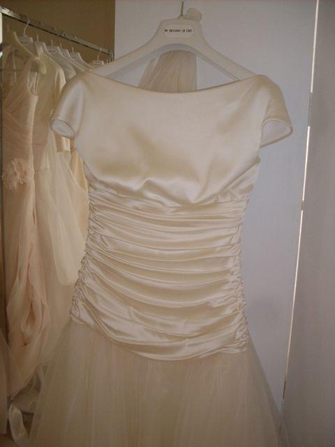 Brown, Yellow, Textile, Dress, White, Clothes hanger, Pattern, One-piece garment, Fashion, Black,