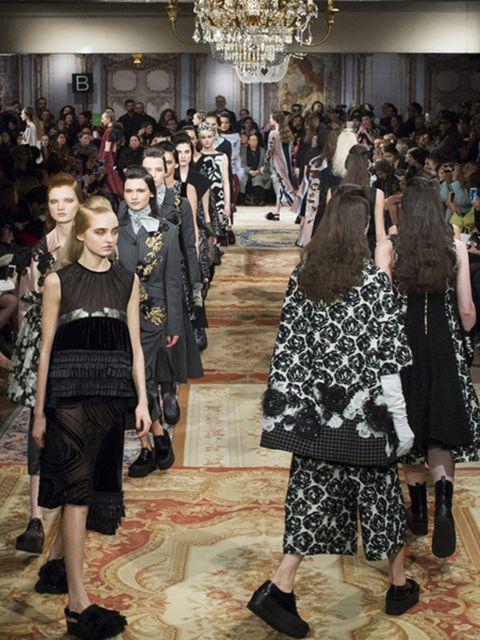 Footwear, Dress, Hall, Flooring, Light fixture, Ceiling fixture, Chandelier, Fashion, Crowd, Audience,