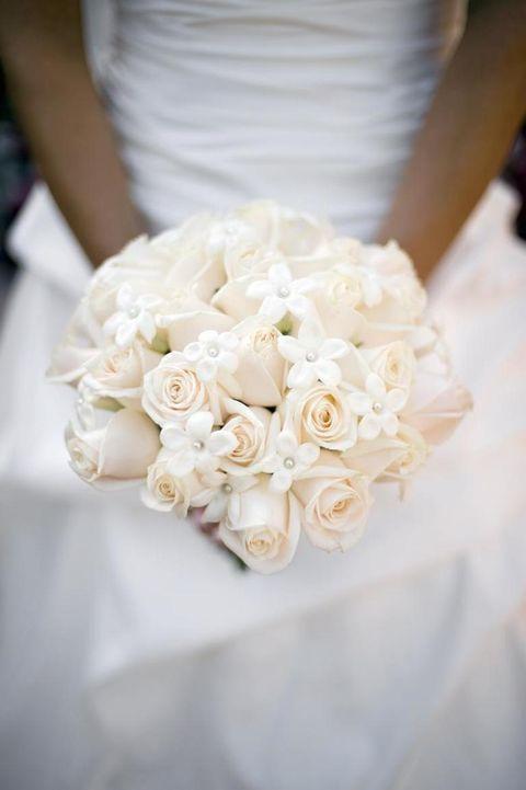 Petal, Yellow, Bouquet, Flower, Cut flowers, Peach, Rose family, Flowering plant, Garden roses, Wedding dress,