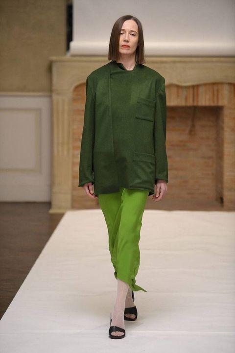 Sleeve, Shoulder, Joint, Fashion show, Style, Flooring, Waist, Floor, Knee, Fashion model,