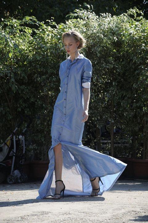 Street fashion, Electric blue, High heels, One-piece garment, Sandal, Ankle, Fashion model, Day dress, Fashion design, Model,