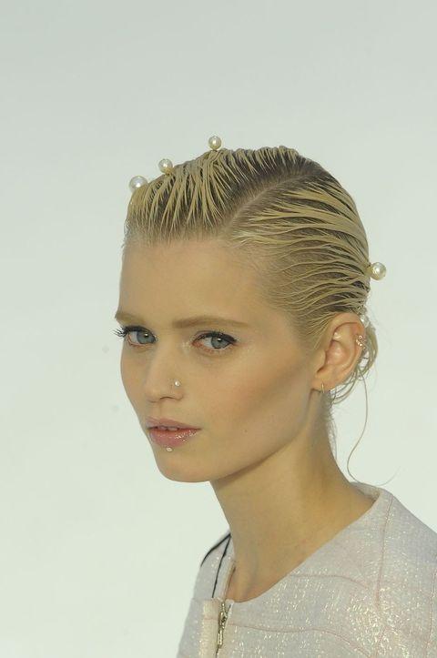 Ear, Lip, Hairstyle, Forehead, Eyebrow, Eyelash, Style, Jaw, Beauty, Fashion,