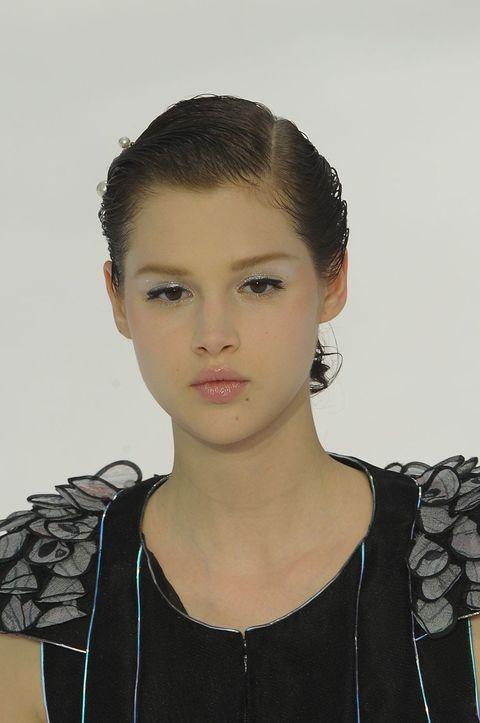 Ear, Hairstyle, Chin, Forehead, Eyebrow, Style, Jaw, Eyelash, Black hair, Fashion,