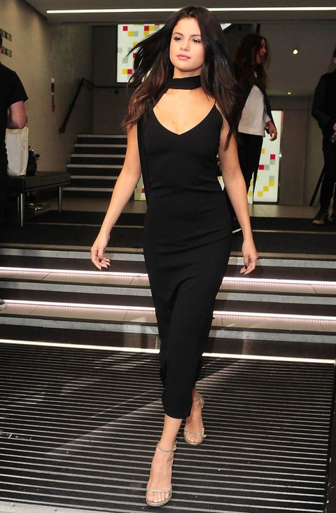 Leg, Arm, Human body, Human leg, Shoulder, Standing, Joint, Style, Waist, Black hair,