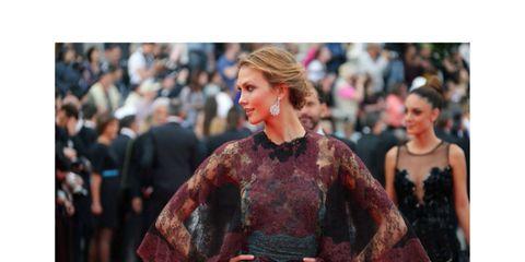 Sleeve, Human body, Fashion, Street fashion, Waist, Fashion model, Blond, Fictional character, Fashion design, Haute couture,