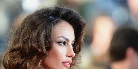 Lip, Hairstyle, Chin, Shoulder, Eyebrow, Eyelash, Beauty, Fashion model, Model, Eye liner,