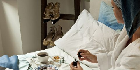 Serveware, Textile, Linens, Tableware, Dishware, Cup, Coffee cup, Comfort, Tablecloth, Drinkware,