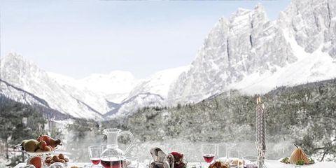 Serveware, Dishware, Mountainous landforms, Winter, Drinkware, Mountain range, Tableware, Tablecloth, Meal, Table,