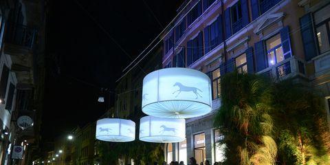 7ec7addafd Hermès ha festeggiato l'apertura del nuovo negozio in Via Montenapoleone 12  a Milano con un grande party. La serata si è aperta alle ore 20,00 con la  ...