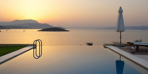 Coastal and oceanic landforms, Horizon, Outdoor furniture, Dusk, Sunrise, Sunset, Reflection, Sea, Resort, Evening,