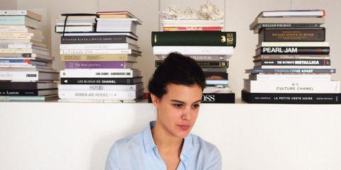 Sleeve, Shoulder, Collar, Jaw, Eyelash, Black hair, Publication, Shelf, Book, Shelving,
