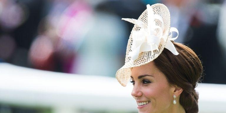 Acconciature per capelli  come scegliere un cappellino da cerimonia come  Kate Middleton 5d4fd8403329