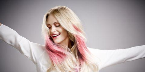 La voglia di ottimismo e cambiamento contagia anche i trend colore capelli.  E così le nuance più crazy come rosa adbc12716a27