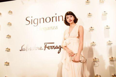 Sleeve, Shoulder, Dress, Style, Formal wear, Fashion, Fashion model, Day dress, One-piece garment, Beige,