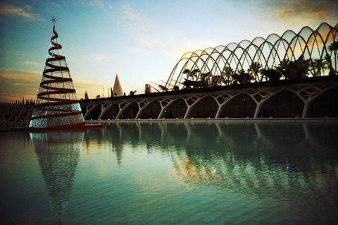 Water resources, Reflection, Bridge, Waterway, Arch bridge, Landmark, Watercourse, Pagoda, Lake, Finial,