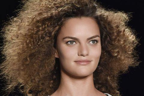Hair, Nose, Lip, Hairstyle, Chin, Eyebrow, Eyelash, Style, Ringlet, Jheri curl,