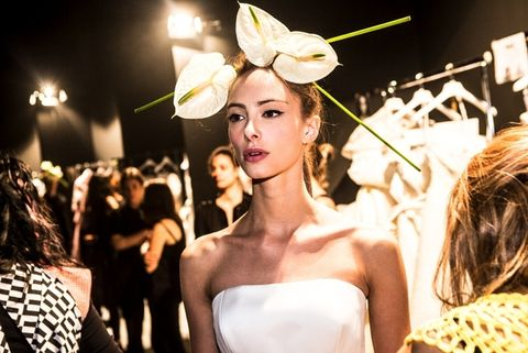 Hairstyle, Strapless dress, Style, Hair accessory, Petal, Beauty, Fashion, Headpiece, Bridal clothing, Blond,