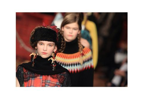 Headgear, Fashion, Pattern, Street fashion, Fashion design, Vintage clothing, Makeover, Embellishment, Costume, Tartan,