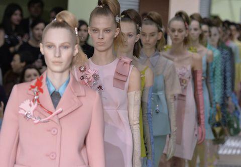 Head, Sleeve, Collar, Style, Blazer, Fashion, Street fashion, Hair accessory, Fashion design, Necklace,