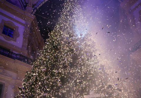 Milano Decorazioni Natalizie.Swarovski A Milano Con Albero Di Natale In Galleria Vittorio