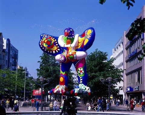 Town, City, Public space, Street, Urban area, Metropolitan area, Landmark, Pedestrian, Downtown, Mixed-use,