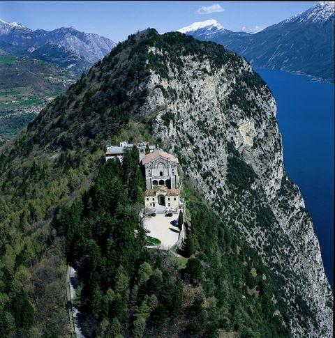 Mountainous landforms, Highland, Mountain range, Mountain, Terrain, Hill station, Hill, Ridge, Bedrock, Outcrop,