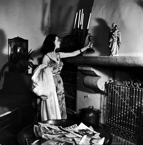 Room, Monochrome, Black-and-white, Monochrome photography, Linens, Vintage clothing, Painting,