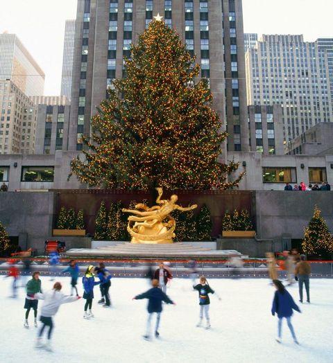 Winter, Recreation, Christmas decoration, Leisure, Tower block, Condominium, Tourism, Holiday, Christmas tree, Ice skate,