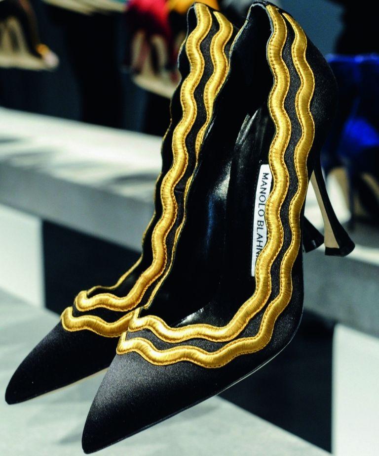 Sandali e scarpe col tacco: va di moda il nero. Guarda la foto gallery
