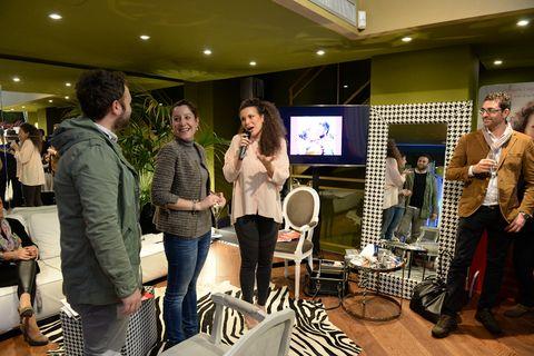Furniture, Jeans, Chair, Television set, Conversation, Television, Display device, Customer, Multimedia, Handbag,