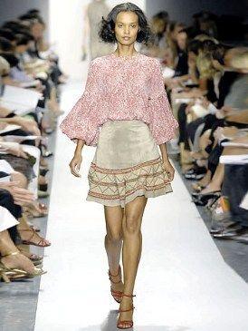 Clothing, Leg, Fashion show, Brown, Event, Shoulder, Human leg, Runway, Textile, Joint,