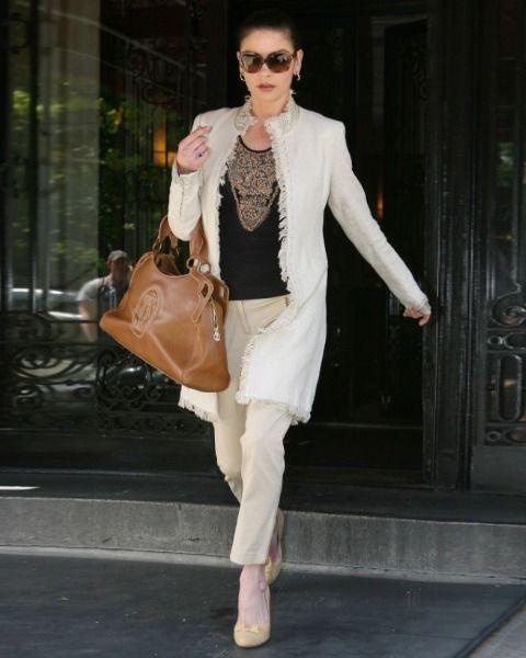 Clothing, Eyewear, Brown, Sunglasses, Hand, Outerwear, Bag, Style, Fashion accessory, Street fashion,