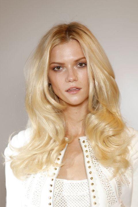 Clothing, Lip, Hairstyle, Skin, Chin, Eyebrow, Eyelash, Style, Beauty, Long hair,