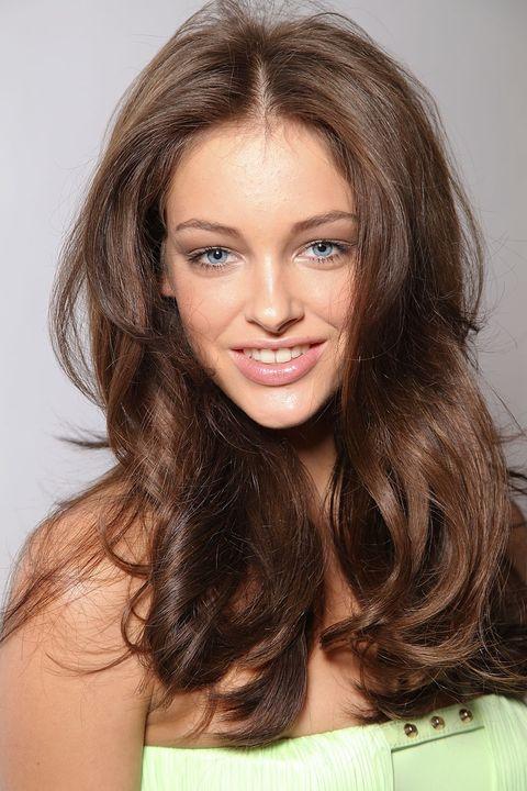 Nose, Lip, Hairstyle, Chin, Eyebrow, Facial expression, Eyelash, Beauty, Bag, Iris,