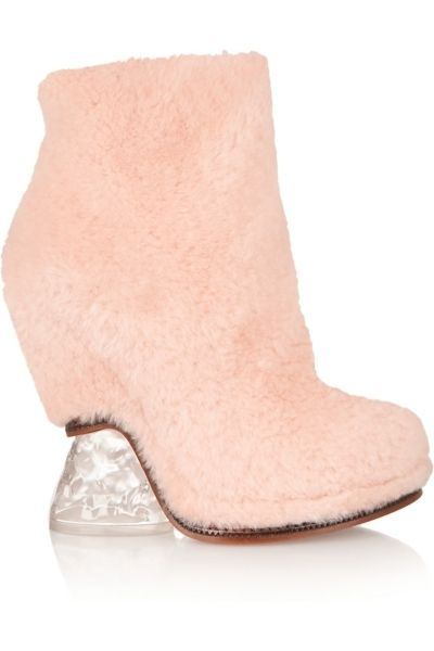 White, Tan, Foot, Beige, Boot, Sock, Natural material, Toe,