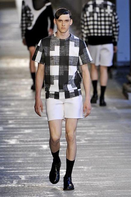 Clothing, Leg, Sleeve, Human leg, Shirt, Joint, Outerwear, Fashion show, Pattern, Style,