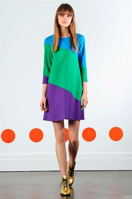 Clothing, Sleeve, Shoulder, Joint, Human leg, Style, Collar, Fashion model, Knee, Street fashion,
