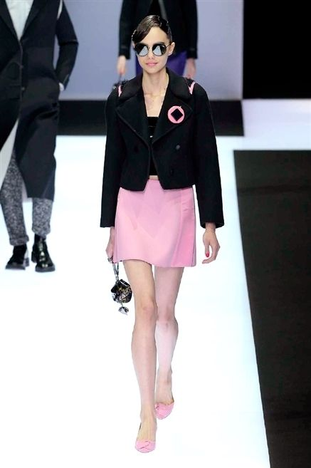 Clothing, Leg, Sleeve, Fashion show, Shoulder, Collar, Joint, Outerwear, Fashion model, Style,