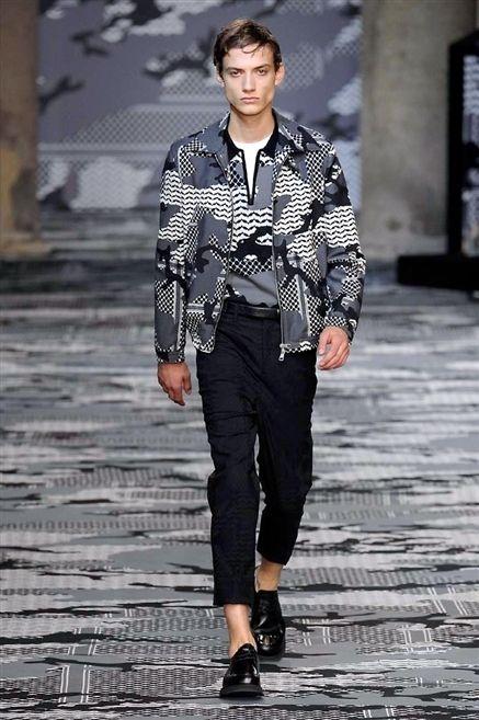Sleeve, Dress shirt, Collar, Human body, Shirt, Outerwear, Standing, Style, Street fashion, Pattern,